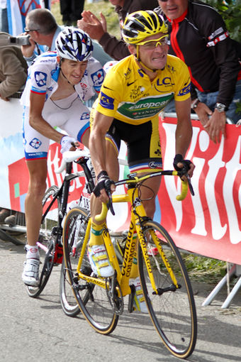 Voeckler in the yellow jersey at the 2011 Tour de France Thomas Voeckler et Arnold Jeannesson (5977458719).jpg