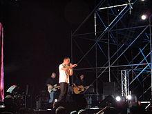 Tiziano Ferro nel 2006 in un concerto a Latina