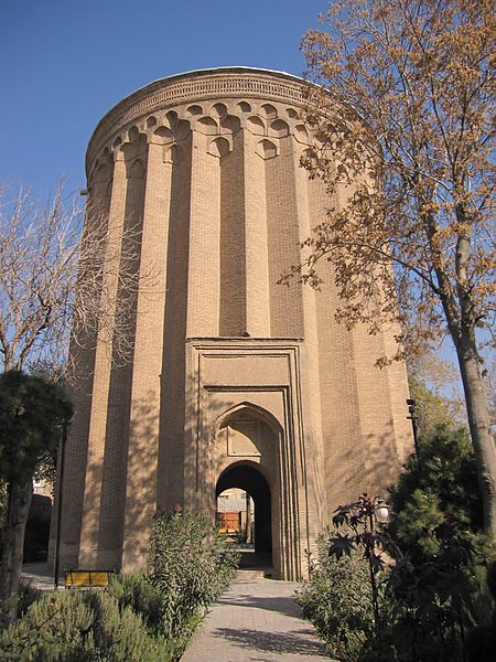 برج طغرل هم جاذبه ی گردشگری تهران است