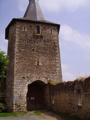 Airvault - Fortified gate