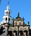 Town hall fronton with inscription Ne Jupiter Quidem Omnibus (Not even Jupiter pleases everyone) 1565 - panoramio.jpg