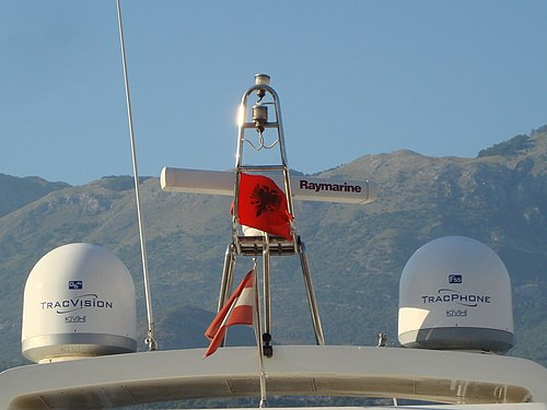 Tracvision and tracphone KVH. Raymarine radar.jpg