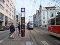Tramvajová zastávka Nádraží Vysočany, prototypový sloupek, tramvaje.jpg