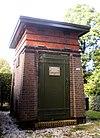 foto van Transformatorhuisje, van het type B1R, gebouwd in een stijl geënt op de Nieuwe Haagse School