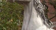 Bestand: Traveler horse statue.webm