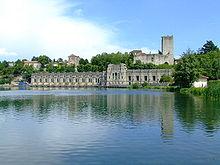 La Centrale Taccani sulla riva dell'Adda e il Castello Visconteo