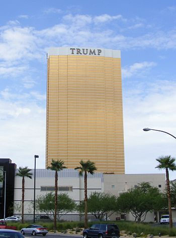 English: Trump Hotel in Las Vegas (tilt corrected)