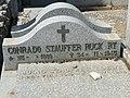 Tumba de Conrado Stauffer Ruckert y Julio Stauffer Loewe, cementerio civil de Madrid, detalle.jpg