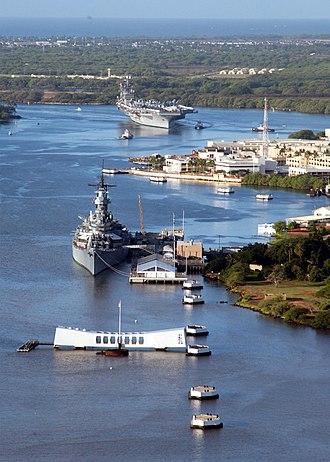 Joint Base Pearl Harbor–Hickam - Image: US Navy 030131 N 5884W 019 USS Carl Vinson (CVN 70) pulls past the Arizona Memorial and the battleship USS Missouri (BB 63) as she enters Pearl Harbor