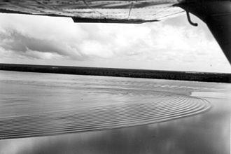 Cnoidal wave - Image: Undular bore Araguari River Brazil USGS bws 00026