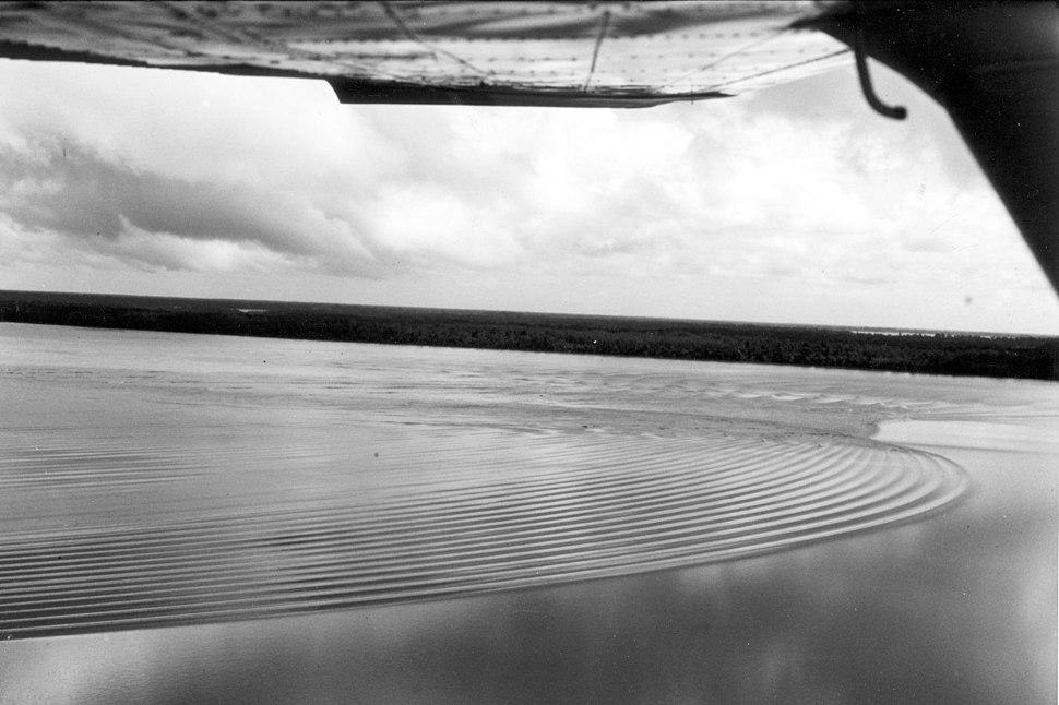 Undular bore Araguari River-Brazil-USGS-bws00026