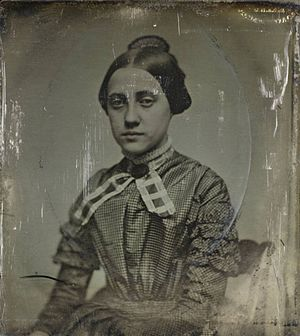 Josiah Johnson Hawes - Image: Unidentified Woman ca 1852 Southworth Hawes 18522677480343