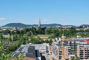 Gamle Oslo - Image: Vålerenga park og Vålerenga kirke sett fra Ekeberg