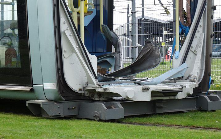 Valenciennes & Anzin - Déraillement de la rame de tramway n° 17 à la sortie du dépôt de Saint-Waast le 11 avril 2014 (099).JPG