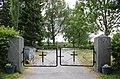 Vaskion kirkko, hautausmaan portti.jpg