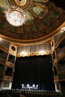18 novembre 1777: Inauguration du théâtre Montansier  220px-Versailles_-_Th%C3%A9%C3%A2tre_Montansier_-_3