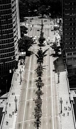 Viaduto 9 de Julho em preto e branco, com tons pintado a mão.jpg