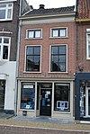 foto van Huis met zadeldak en eenvoudige gevel onder rechte lijst mezzanino