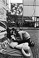 Viering Bevrijdingsdag op en rond het Leidseplein te Amsterdam, kraampjes en artiesten op het Leidseplein, Bestanddeelnr 931-4692.jpg