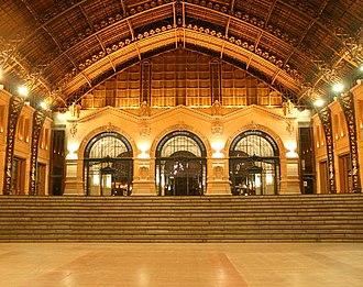 Estación Mapocho - Image: Vista desde plaza baja hall