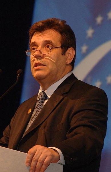 Vojislav Kostunica - EPP Congress Rome 2006 (68) (cropped)