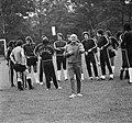 WK 74 training Uruguay in Duitsburg, trainer Porta te midden van spelers, Bestanddeelnr 927-2466.jpg