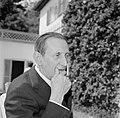 Walter Mehring zittend op een terras, Bestanddeelnr 254-5058.jpg