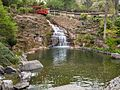 Wasserfall am unteren Teich Japanischer Garten Kaiserslautern.jpg