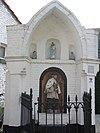 foto van Wegkapelletje van de H. Joannes Nepomuc. Beelden van Joannes Nepomuc en Madonna ouder