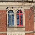 Wer weiß, warum ein Fenster des Bloch-Zentrums rot ist - panoramio.jpg