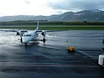 Wideroe Dash 8 in Bronnoysund.jpg