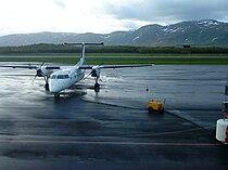 Wideroe Dash 8 in Bronnoysund.jpg