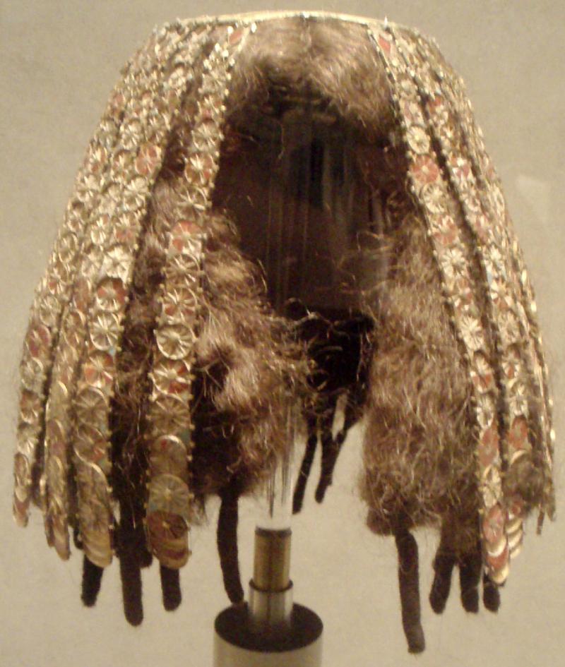 Cabello, peinados y pelucas en el antiguo Egipto - Página 3 800px-WigCover-FromTombOf3MinorWivesOfThutmoseIII_MetropolitanMuseumOfArt