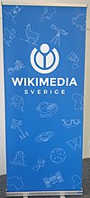 Wikimedia Sverige roll up, blue.jpg