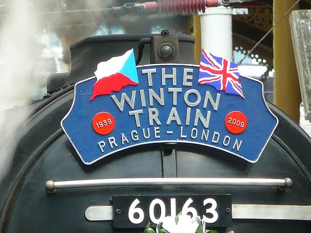 Winton-Train-Headboard-London-Liverpool-St-Stn-20090904