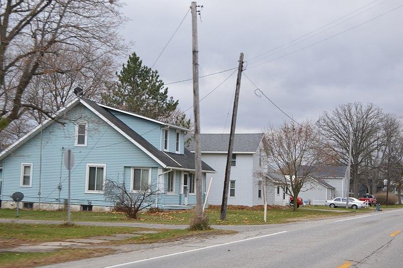 File:Woodland at Main, Alvordton.jpg