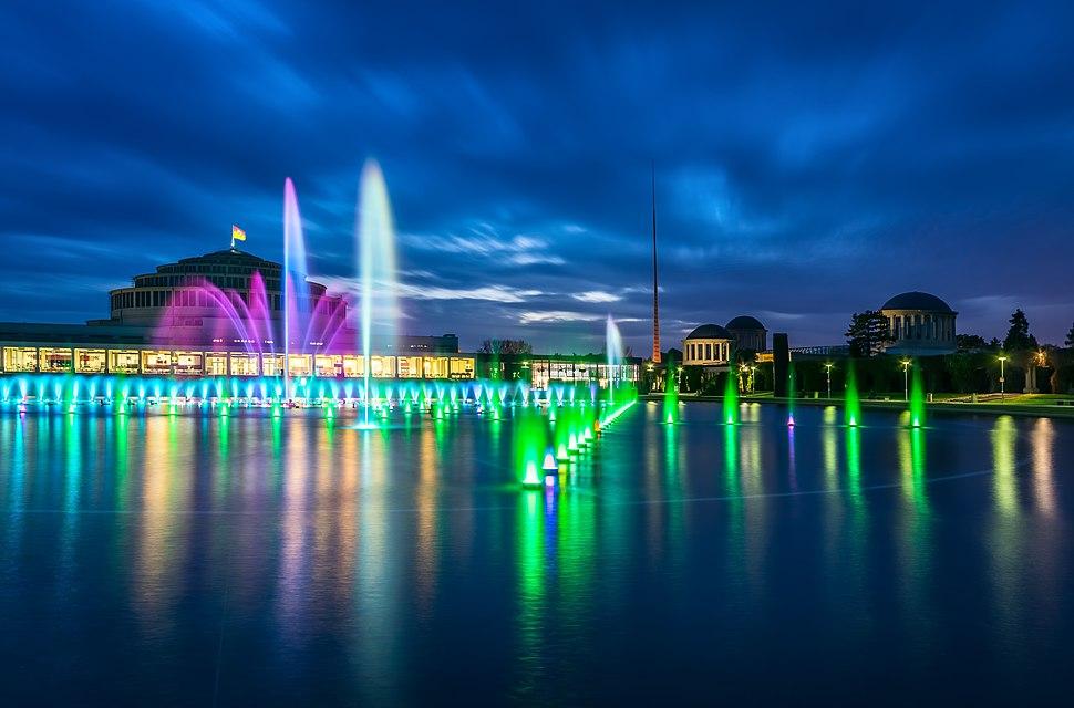 Wroclaw- Zespol Hali Stulecia z fontannami