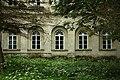Wzdów, palác Ostaszewskich, okna.jpg