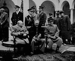 Trojka Winston Churchill Franklin Delano Roosevelt I Josif Staljin Na Konferenciji U Jalti 1945 Kojoj Su Dogovarali Podjelu Svijeta Nakon Rata
