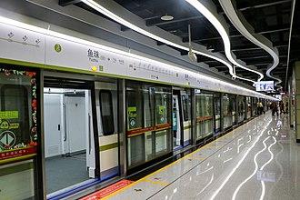 Yuzhu station - Line 13 platform