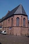 Vrijwel onherkenbaar verminkte driezijdig gesloten kapel van het klooster
