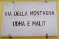 Zweisprachiges Straßenschild (Frascineto).png