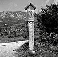 """""""Pretpil"""" (Petrov pil), spominski križ nekomu, ki so ga na tem mestu ubili pred vasjo Duplje 1958.jpg"""