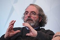 """(Jon Juaristi) Ciclo de conferencias. """"ESPAÑA SIN FILTROS"""". Holocausto memoria y eterna vigilancia. (46184796984).jpg"""