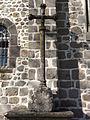 Église Saint-Gervais et Saint-Protais en Saint-Gervais d'Auvergne (27) croix à l'éxtérieur.JPG