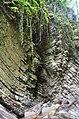 Известняковые разломы на тропе к водопаду Бзогу.JPG