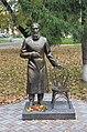 """Памятник Григорию Распутину, пациенту больницы, с """"волшебным"""" стулом.JPG"""