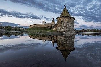 Псковски кремљ на ушћу реке Пскова, Русија (пуна величина: 5.220×3.480 *)