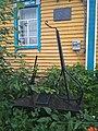 Стела и мемориальная доска на доме, где родился Зыя Халилов.jpg