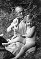 סבתא אלזה עם דבורה בגרמניה דבורה נולדה בגרמניה ינואר 1930 - iמנסבךi btm2898.jpeg